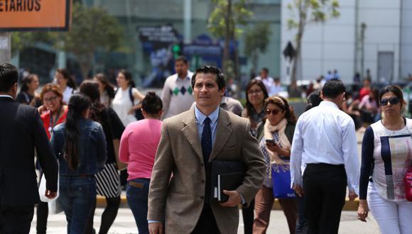 La buena noticia para el empleador peruano es que el marco normativo sí permite establecer una jornada de cuatro días a la semana, según Brian Ávalos, laboralista del estudio Payet. (Foto: Victor Idrogo / El Comercio)
