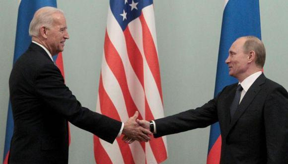 Vladimir Putin y Joe Biden durante su reunión en Moscú el 10 de marzo de 2011. (Foto: Reuters).