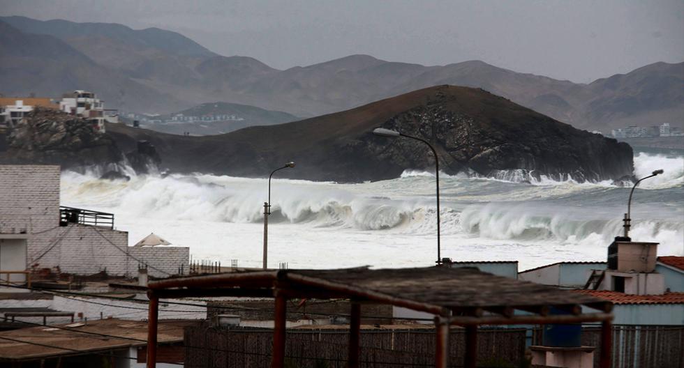 Fuertes oleajes inundaron vías y afectaron caletas - 1