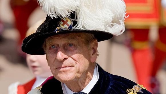 En esta foto de archivo tomada el 15 de junio de 2009, el príncipe Felipe de Gran Bretaña, duque de Edimburgo se une a otros miembros de la familia real en la procesión de la Orden de la Jarretera en Windsor, en el suroeste de Inglaterra, el 15 de junio de 2009. (Leon NEAL / POOL / AFP).
