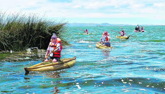 Buscan preservar el uso de las balsas de totora en el Titicaca