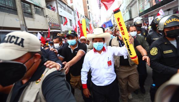 El último sábado, candidato presidencial de Perú Libre presentó su Plan Bicentenario y ofreció un improvisado mitin en la Plaza Manco Cápac, donde no respetó las medidas de bioseguridad. (GEC)