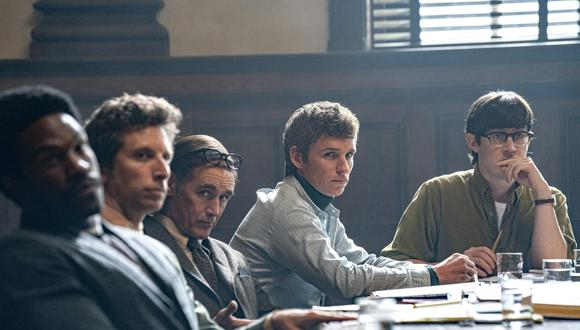 "Yahya Abdul-Mateen II, Ben Shenkman, Mark Rylance, Eddie Redmayne y Alex Sharp en la película ""The Trial of the Chicago 7."" (Foto: Niko Tavernise / Netflix)"