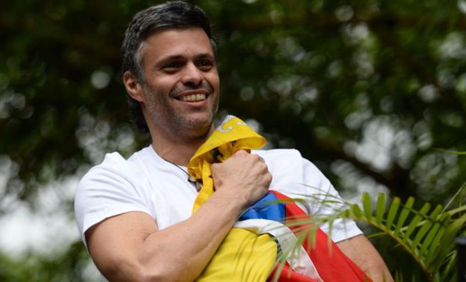 Leopoldo López, protagonista de las grandes protestas del 2014 en Venezuela, está en arresto domiciliario desde el 2017.