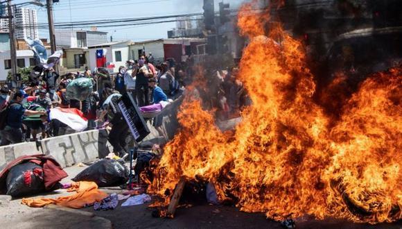 """La manifestación, llamada """"No+migrantes"""", congregó a unas 5 mil personas que expresaron su rechazo a la ola migratoria que ha colmado algunos espacios públicos de Iquique. (Getty Images)."""