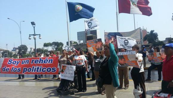 Fujimoristas piden libertad de su líder en Palacio de Justicia