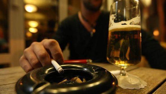 Locales mantienen espacios para fumadores pese a prohibición