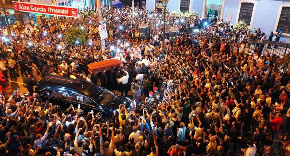 La llegada del féretro de Alan García el local del Partido Aprista Peruano. (Foto: Daniel Apuy / GEC)