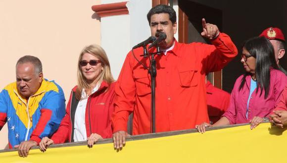 """""""No al golpismo, no al intervencionismo, no al imperialismo"""", exclamó Nicolás Maduro desde el Palacio de Miraflores en Caracas el pasado miércoles. Foto: Getty images, vía BBC Mundo"""