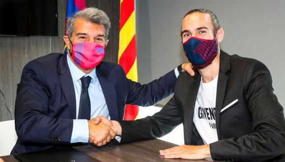 Barcelona hizo oficial la renovación de contrato de Óscar Mingueza. (Foto: FC Barcelona)