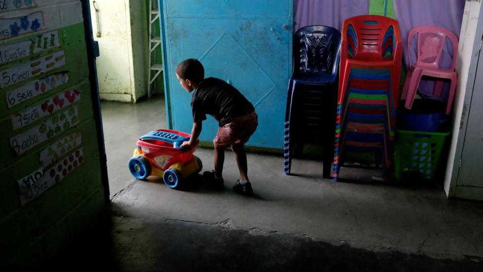 Crisis en Venezuela: Suspenden actividad laboral y educativa por 24 horas para atender apagón. (Reuters)