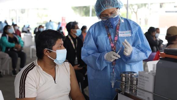 """""""Desde el próximo sábado comenzamos a vacunar a los de 40 años"""", anuncia ministro de Salud (Foto Britanie Arroyo / @photo.gec)"""