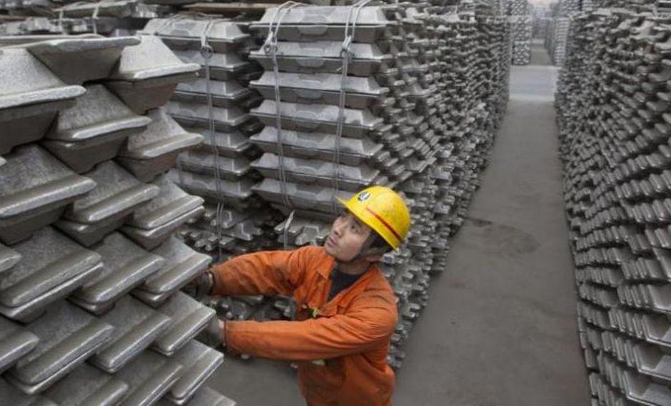 También son comunes las empresas dedicadas a la fabricación de productos de exportación. Por ejemplo, una empresa se encarga de fabricar lingotes de aluminio desde el puerto Qingdao. (Foto:Reuters)