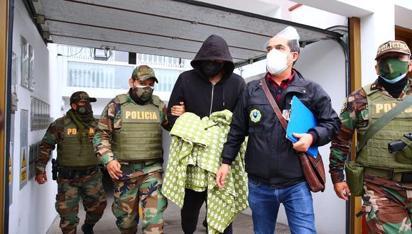 Una red criminal acusada de cobrar por camas UCI en el hospital Guillermo Almenara fue detenida por personal policial y del Ministerio Público | Foto: El Comercio