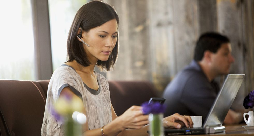 Mamás latinas ya pasan dos horas al día conectadas a Internet