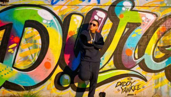 """Daddy Yankee en un instante del video original de """"Dura""""."""