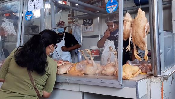 Reportan escasez y aumento en el precio de pollo en tercer día de protesta. (Foto: Carmen Quispe)
