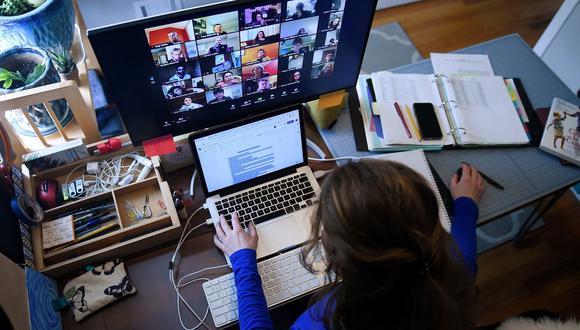 Una reciente encuesta de IBM en el que confirma que cerca del 54% de los empleados estadounidenses prefieren mantener el trabajo de forma remota aún cuando acabe la pandemia o se haya estabilizado. (Foto: AFP)