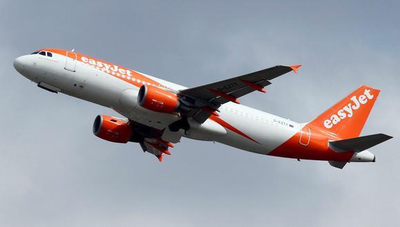 La niña de 7 años abordó un avión de EasyJet en el aeropuerto de Ginebra. Fue descubierta antes de que despegara la nave. (Reuters).