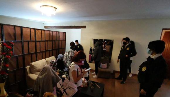 Inmueble contaba con varias habitaciones, camas y tocadores. (Foto: Municipalidad de Miraflores)