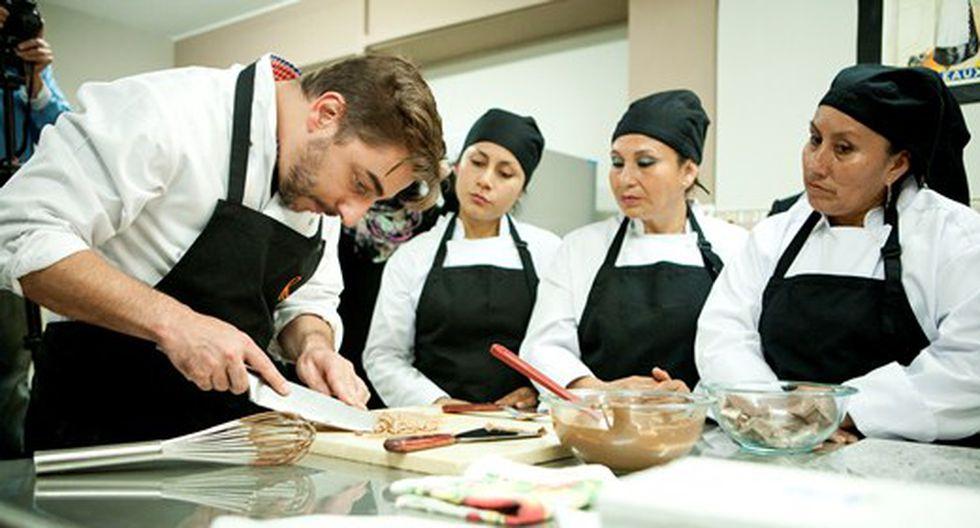 Jordi Roca visita taller de chocolate en penal de Chorrillos