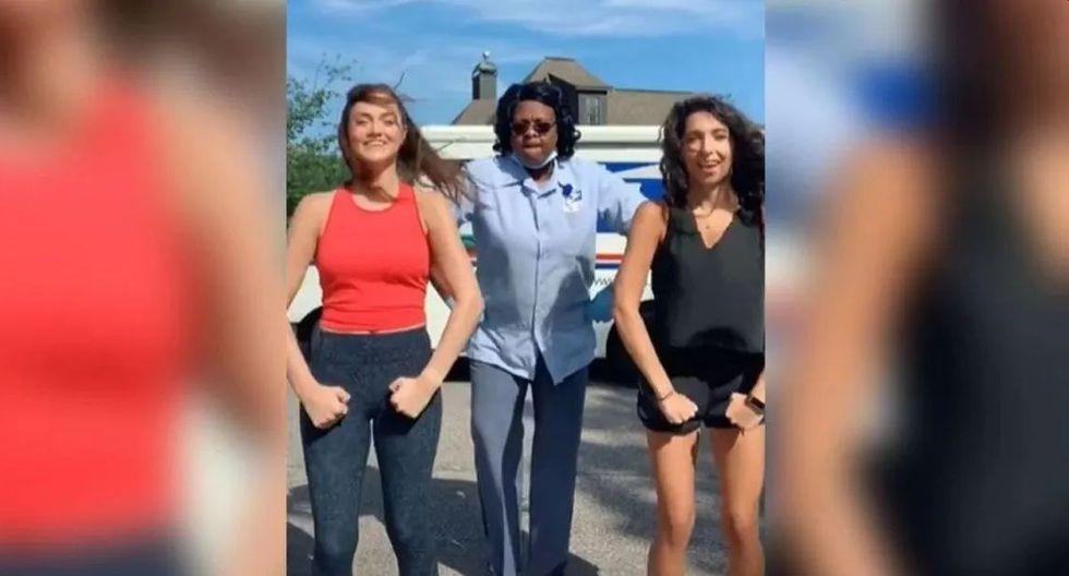 En Alabama, en Estados Unidos, una repartidora de correo logró convertirse en toda una estrella, luego de haber interrumpido un clip de dos chicas. (Foto: Captura Tik Tok)