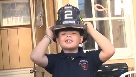 Niño con cáncer terminal cumplió sueño de ser bombero