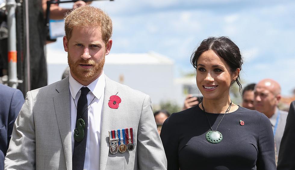 El príncipe Harry compartió en Instagram una foto de su esposa, Meghan Markle, durante un paseo por un bosque en Nueva Zelanda durante su reciente viaje por el Pacífico. (AFP)<br><br><br>