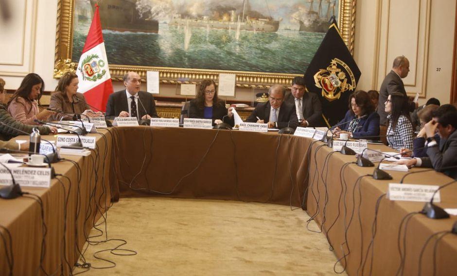 A la sesión asistieron invitados para opinar sobre la paridad y alternancia propuesta por el Ejecutivo. (Foto: Mario Zapata / GEC)