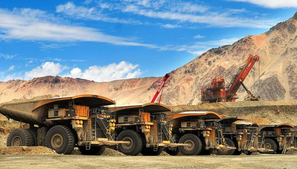 La cotización del cobre toca el cielo, pero las inversiones mineras han ingresado a un compás de espera debido al adverso contexto político. (Foto: AFP)