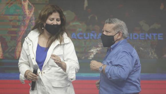 Carmen Omonte baila con César Acuña durante una actividad de APP en enero pasado. Esta vez, ella y el candidato presidencial tienen un ritmo distinto en torno al proyecto que propone la comisión especial del Congreso para la reforma del sistema de pensiones. (Foto: César Campos / GEC)