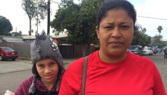 """Miriam Zelaya, fotografiada aquí junto a su hija en México mientras viajaba rumbo a EE.UU. el año pasado, se hizo popular como """"Lady Frijoles"""". Ahora, será presentadora de televisión. (Foto: Getty Images, vía BBC Mundo)."""