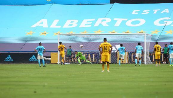 Al cierre de la primera etapa del partido entre Sporting Cristal y Cantolao, por el 'Día de la Raza Celeste', Daniel Chávez cobró un penal con mucha elegancia y talento. (Foto: Jesús Saucedo / GEC)