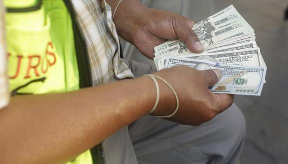 El dólar abrió a la baja en la última sesión del año. (Foto: GEC)