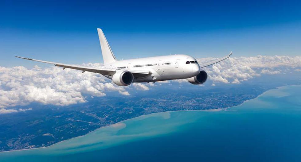 Comparar aerolíneas. Por estos días, lo que más abunda en Internet son sitios web de reservas de vuelos y aplicaciones de predicciones de pasajes aéreos. Por ello, lo más recomendable es que los viajeros no se limiten al precio de una sola compañía. La comparación es clave para hacer efectiva una mejor compra. (Foto: Shutterstock)