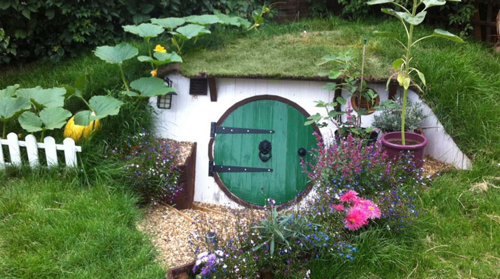 Esta pareja construyó la casa de un Hobbit en su jardín - 1