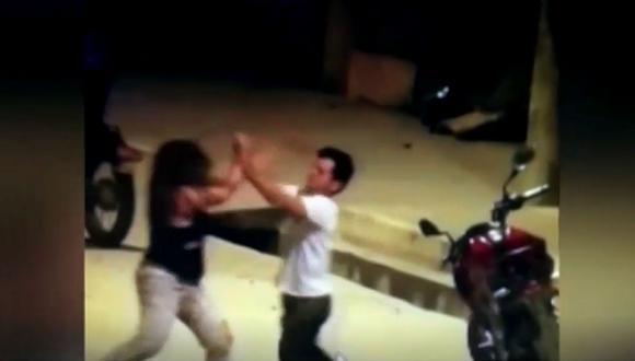 Se desconocen las identidades de la mujer y el sujeto del video captado en Tarapoto. (Foto: Captura/América Noticias)