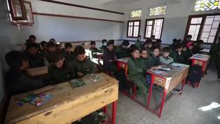 Estudiantes yemeníes comienzan el nuevo curso escolar