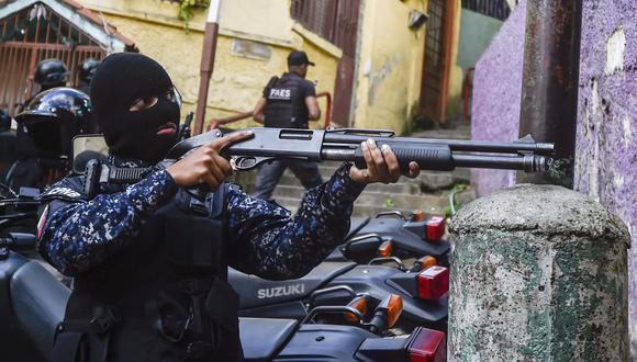 El informe puntualizó que 71% de los casos ocurrieron durante operativos especiales con participación masiva de funcionarios del Estado, 14% durante un operativo ordinario de vigilancia y 8% en flagrancia. Foto: LUIS ROBAYO / AFP