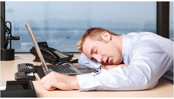 """Si te sientes culpable por siempre posponer tu alarma unos """"cinco minutos más"""", descuida, estás salvándote la vida."""
