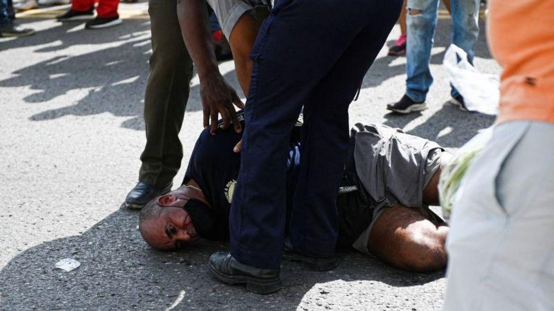 Muchos cubanos denuncian haber sido golpeados por la policía. (AFP).