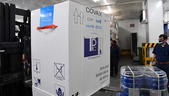 COVAX es un programa creado por la OMS y la Alianza para las Vacunas GAVI para distribuir en todo el mundo vacunas contra el COVID-19. (Foto: AFP)