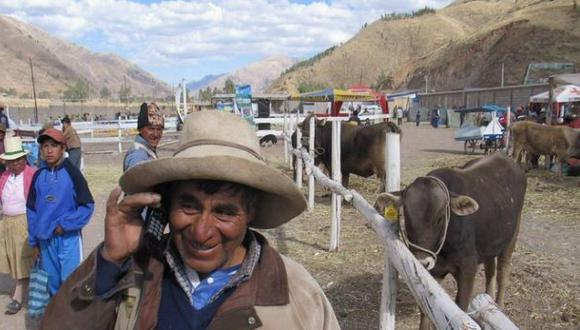 Población rural incrementó en 6% su acceso a telefonía móvil