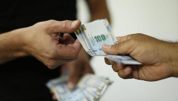 Las medianas y grandes empresas reconocerán en estas fiestas una remuneración equivalente a un mes de trabajo (Andina)