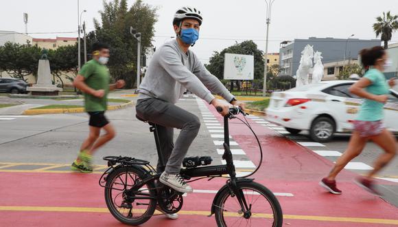 Los domingos 16, 23 y 30 de mayo se permitirá la movilización social. Esta podrá hacerse de forma peatonal, en bicicleta, transporte público o taxis, pero no en vehículos particulares, salvo que se tenga el permiso. Foto: GEC