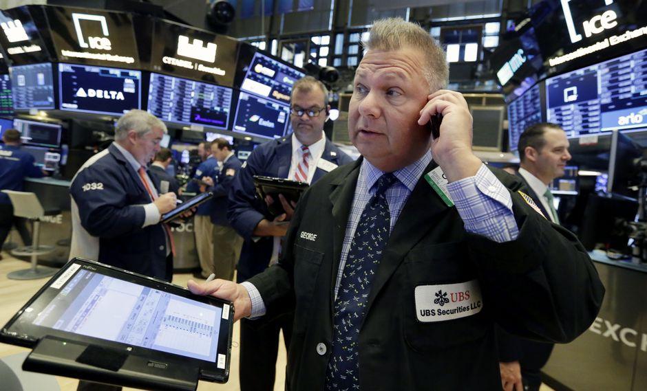 En terreno negativo quedaron sólo tres sectores, el de telecomunicaciones (descendió 0.76%), el inmobiliario (perdió 0.10%) y el financiero (bajó 0.02%). (Foto: AP)