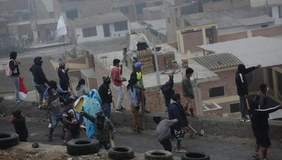 Policía Nacional comenzó la operación de desalojo de los ocupantes de zona Lomo de Corvina en Villa El Salvador. (Foto: César Grados /@photo.gec)