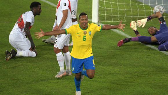 Alex Sandro marcó el primer gol del partido entre Perú y Brasil por la Copa América 2021. (Foto: AFP)