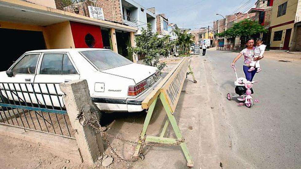El Agustino: vecinos invaden con rejas las calles y veredas - 2