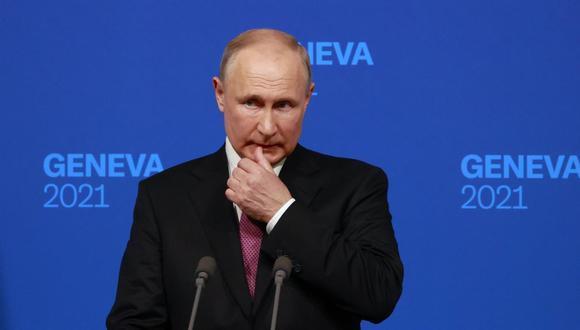 El presidente de Rusia, Vladimir Putin, ofrece una conferencia de prensa tras la cumbre con su par de Estados Unidos Joe Biden, en Villa La Grange, en Ginebra. (EFE / EPA / DENIS BALIBOUSE).